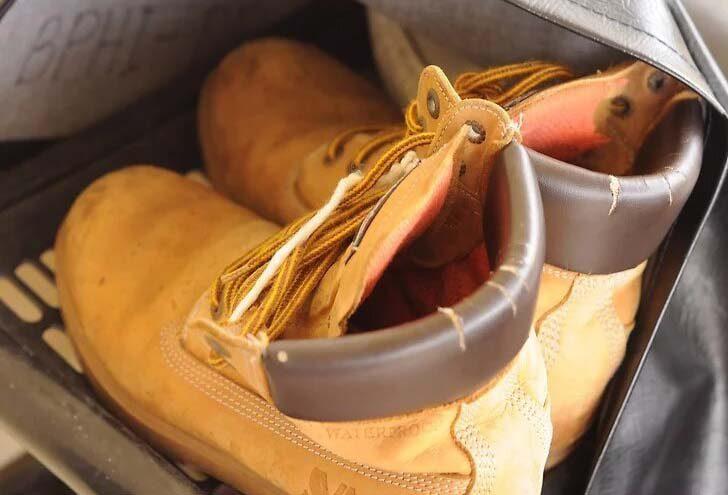 کفش ها داخل چادر